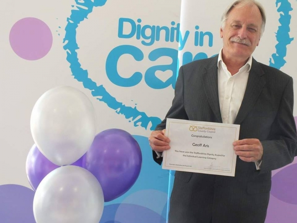 Geoff scoops a top award for his 'dignity' role